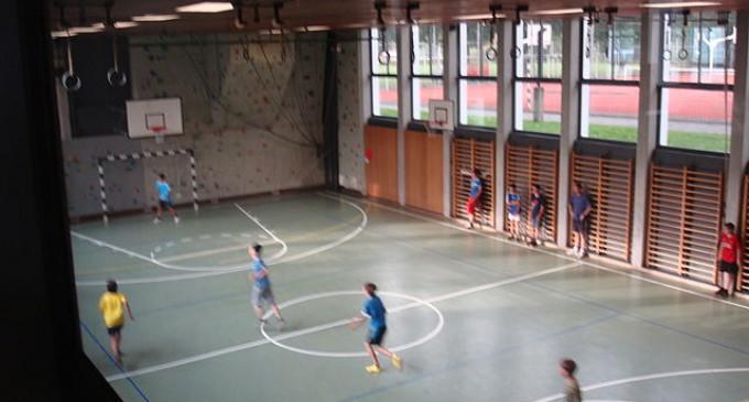 Wie können Mängel in bis zu 34 Turnhallen entstehen?