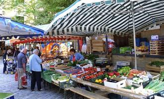 Verwaltung verstolpert Umsetzung der Wochenmarktprivatisierung.