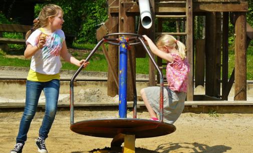 Schulhof- und Spielplatzprojekte durch Spenden schneller realisieren.