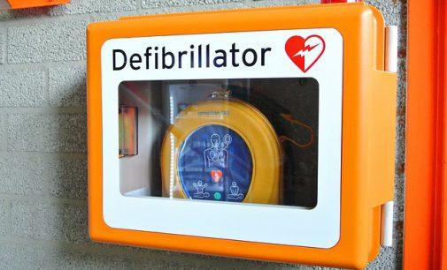 Schulen und BOGESTRA mit Defibrillatoren für den Herznotfall ausstatten.