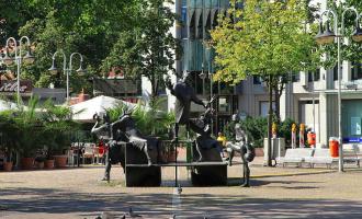 Street-Art statt 08/15-Bauzaun für den Bochumer Husemannplatz.