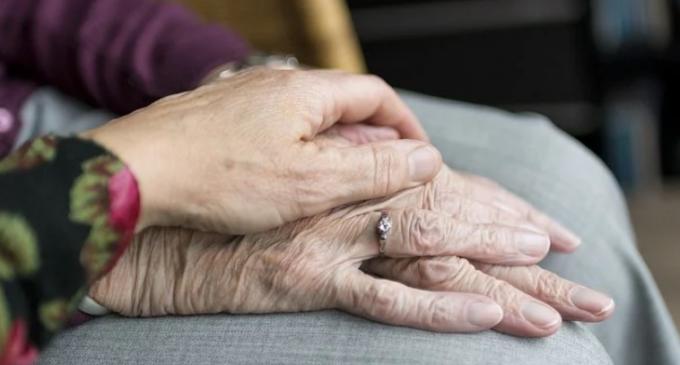Klare Regelungen für begleitende Sterbehilfe in städtischen Senioreneinrichtungen.