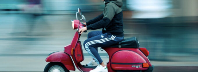 """""""Die PARTEI & STADTGESTALTER"""" setzen sich für Mopeds und Roller ein."""